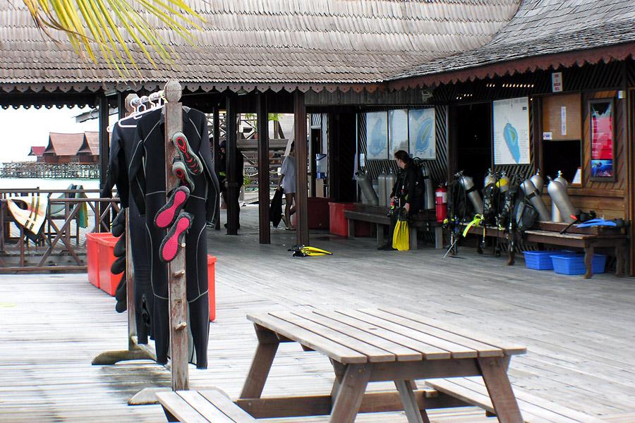 Sipadan kapalai resort kapalai island sabah - Sipadan dive centre ...